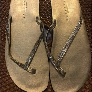 New Reaction Kenneth Cole Thong Sandals